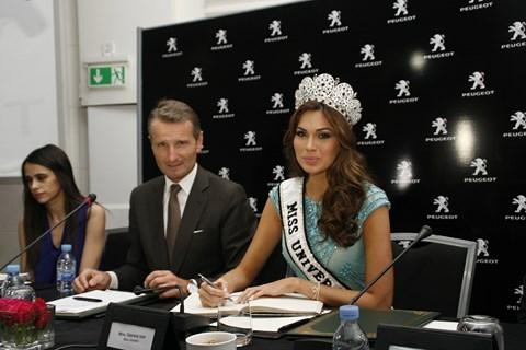 Miss univers gabriela chez peugeot maroc avril 2014