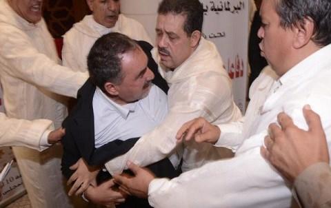 Coups de poings chabat et lebbar au parlement octobre 2014