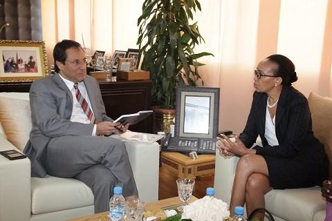 Ministre amara maroc avec sheila khama directrice carn