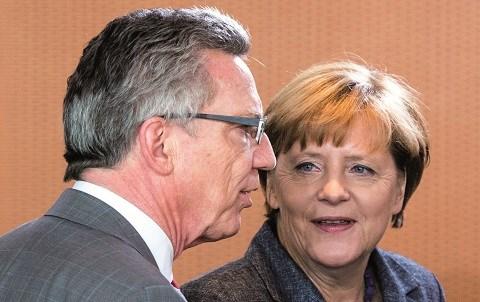 Angela merkel et son ministre de l interieur 2015