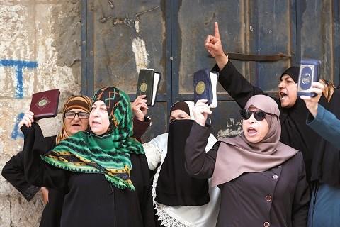 Femmes palestiniennes contre occupation d Al Aqsa 2015
