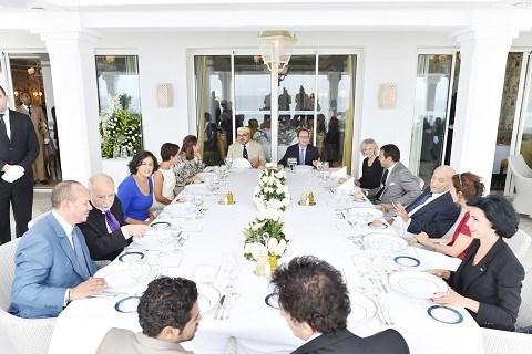 Dejeuner offert par roi du maroc a delegation franaise septembre 2015
