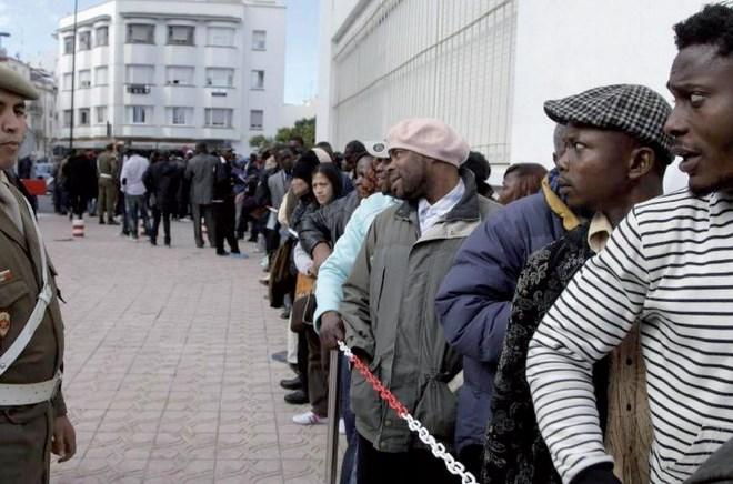 Le roi Mohammed VI ordonne l'envoi d'une aide aux migrants expulsés d'Algérie