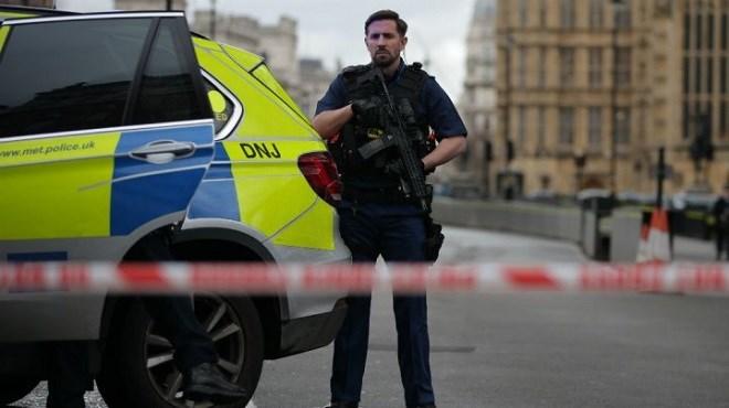 Fortes détonations aux abords du Parlement britannique