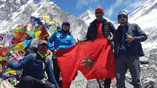 Exploit : Baibanou et Aakar au sommet de l'Everest