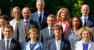 France: première crise et nouveau gouvernement