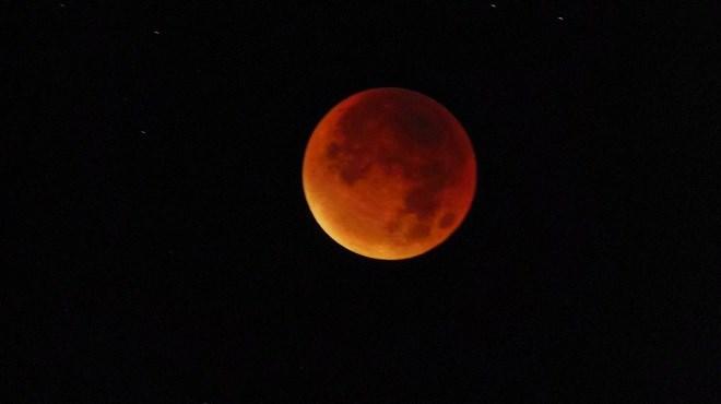 """Une """"Super Lune bleue de sang"""" fait son show dans le ciel"""