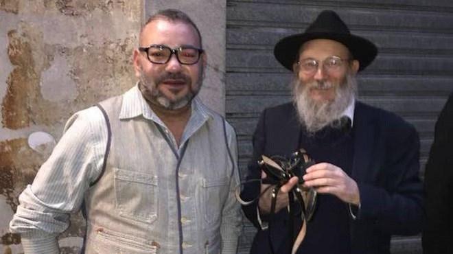Photo du jour : Le roi Mohammed VI avec un rabbin à Paris