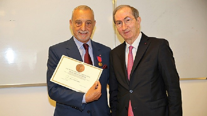Driss Guerraoui, Mohamed Berrada et Noureddine Mouaddib décorés de la médaille d'or de la Solidarité Française