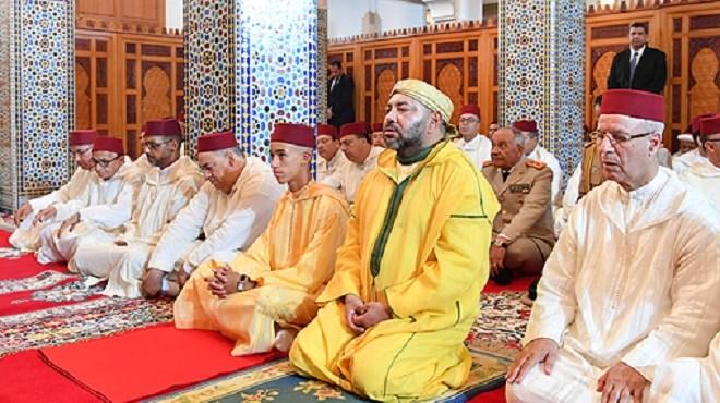 Le Roi Mohammed VI accomplit la prière du Vendredi à Rabat (Photo)