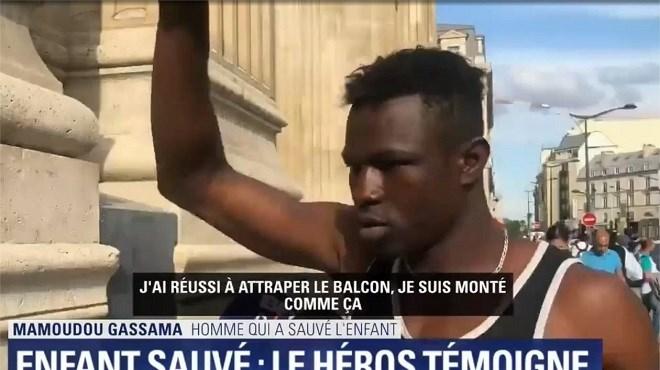 Vidéo de la semaine : Un sans-papiers sauve un bébé suspendu dans le vide à Paris