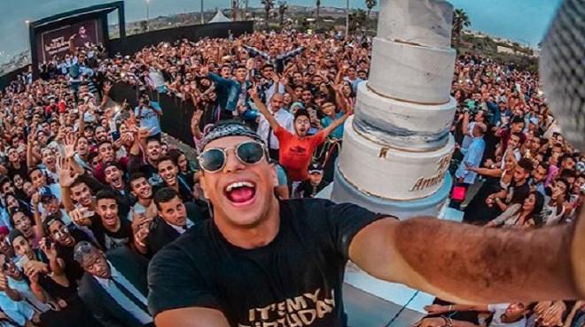 Taha Essou fête son anniversaire en grande pompe avec ses fans (Vidéo)