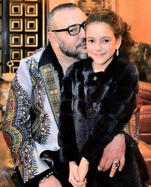 La photo du Roi Mohammed VI et la Princesse Lalla Khadija fait sensation