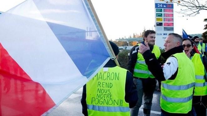 Les gilets jaunes se mobilisent contre la politique fiscale du gouvernement Français