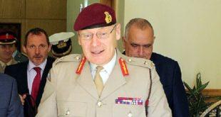 Le Général de Corps d'Armée, Inspecteur Général des FAR reçoit le Lieutenant-Général Sir John Lorimer, Haut Conseiller à la Défense britannique, chargé de la région MENA