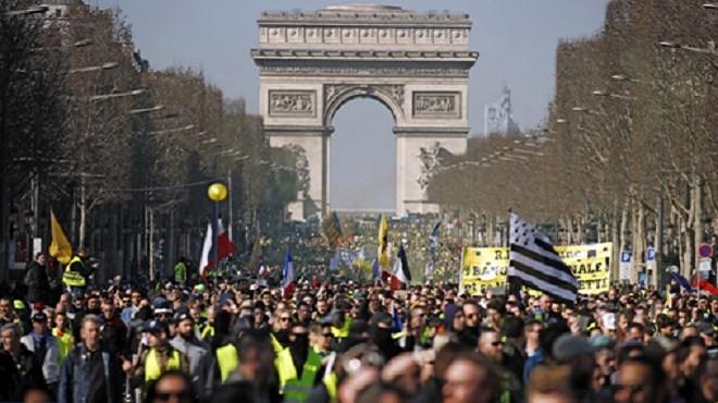 Gilets jaunes : 2.700 manifestants en France, dont 600 à Paris