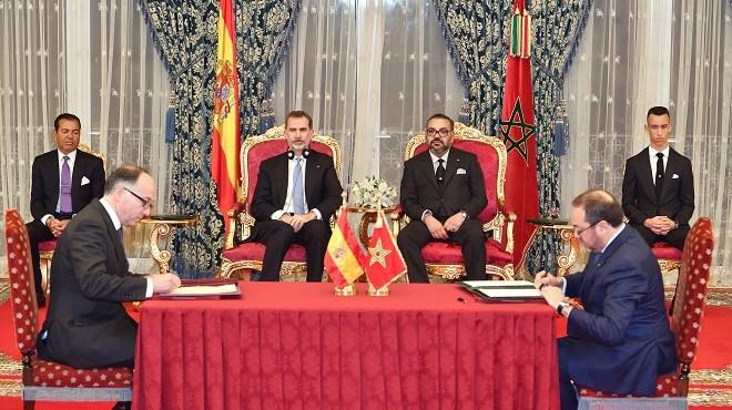 SM le Roi Mohammed VI et SM le Roi Felipe VI d'Espagne président la cérémonie de signature de plusieurs accords de coopération bilatérale