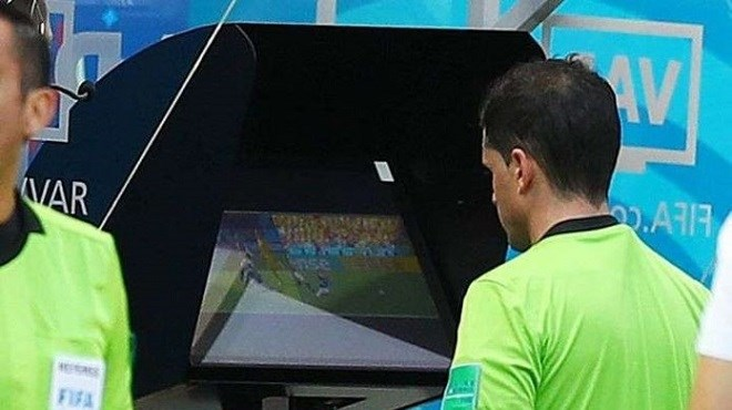 Football : La VAR sera adoptée dès la saison prochaine au Maroc