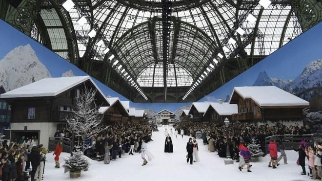 Karl Lagerfeld : Chanel dévoile sous la neige sa dernière collection