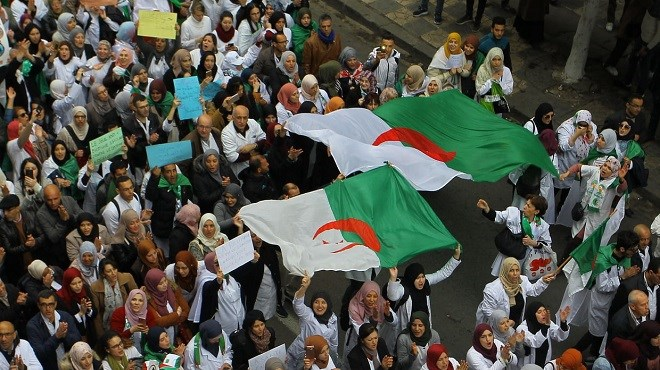 En direct d'Algérie : La foule contre la solution Bouteflika