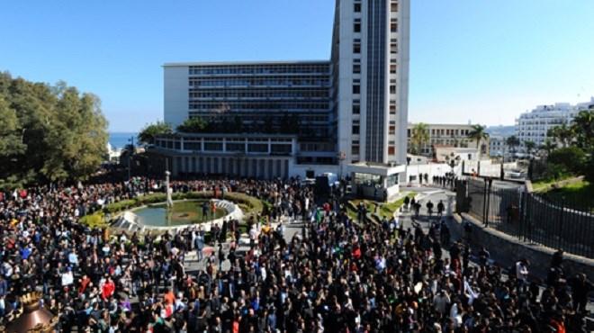 Algérie : Une marée humaine marche à Alger contre le 5è mandat