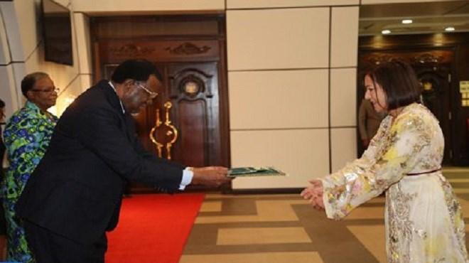 L'ambassadrice du Maroc en Namibie remet ses lettres de créances au Président