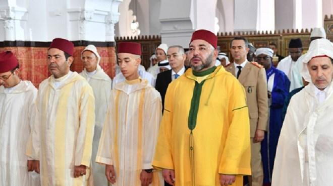SM le Roi accomplit la prière de l'Aïd Al-Fitr à Rabat