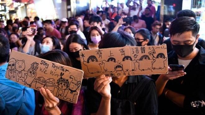 Hong Kong : Le gouvernement se plie aux exigences de la rue