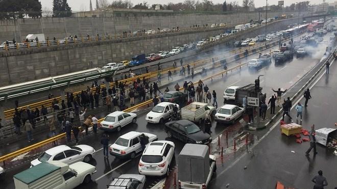 Iran : La hausse de l'essence déclenche des révoltes