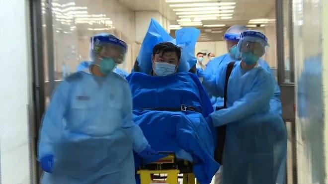 """Coronavirus : La Chine admet des """"insuffisances"""", le bilan monte à 425 morts"""