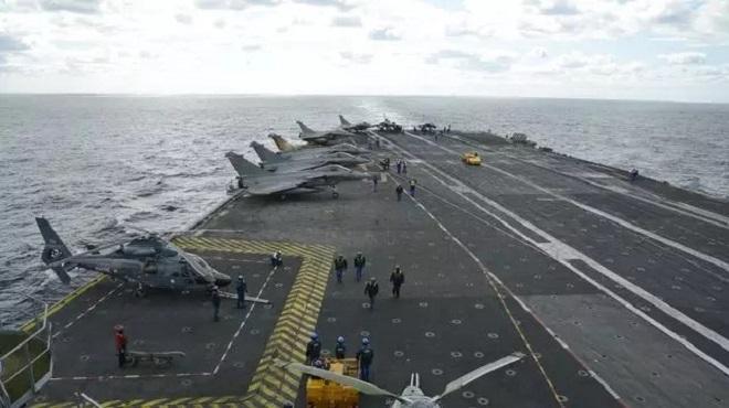 Charles de Gaulle : Des cas positifs au Covid-19 à bord du porte-avions français