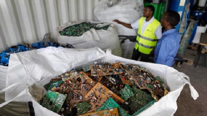 Belgique | 75 tonnes de détritus jetés dans les bulles à vêtements