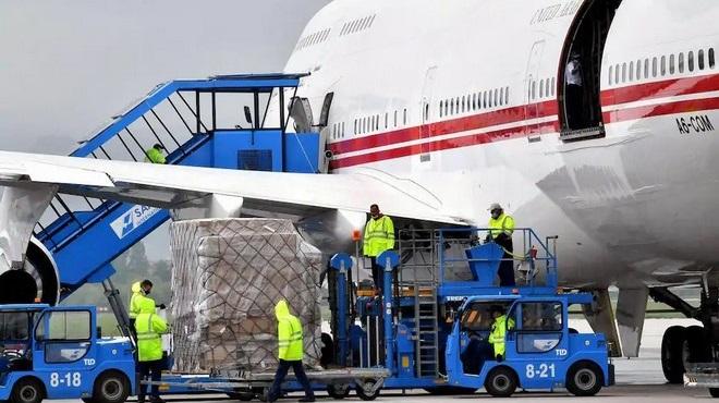"""""""Emirates"""" annonce des suppressions d'emploi"""