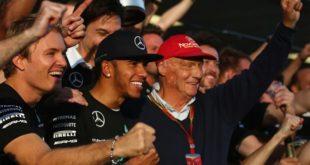 """Lewis Hamilton """"rend hommage"""" à Niki Lauda, un an après son décès"""