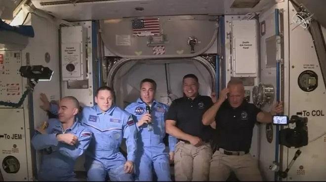 SpaceX Crew Dragon | Les 2 astronautes sont arrivés à la Station spatiale internationale