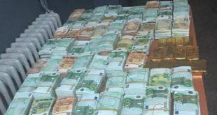 Oujda | Saisie de 20Kg de plaques d'or et plus de 2 millions d'euros