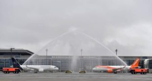 le-nouvel-aeroport-de-berlin-entre-en-service,-avec-neuf-ans-de-retard