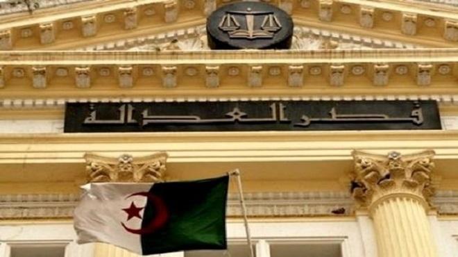 Algérie Un journaliste et un lanceur d'alertes condamnés à un an de prison ferme