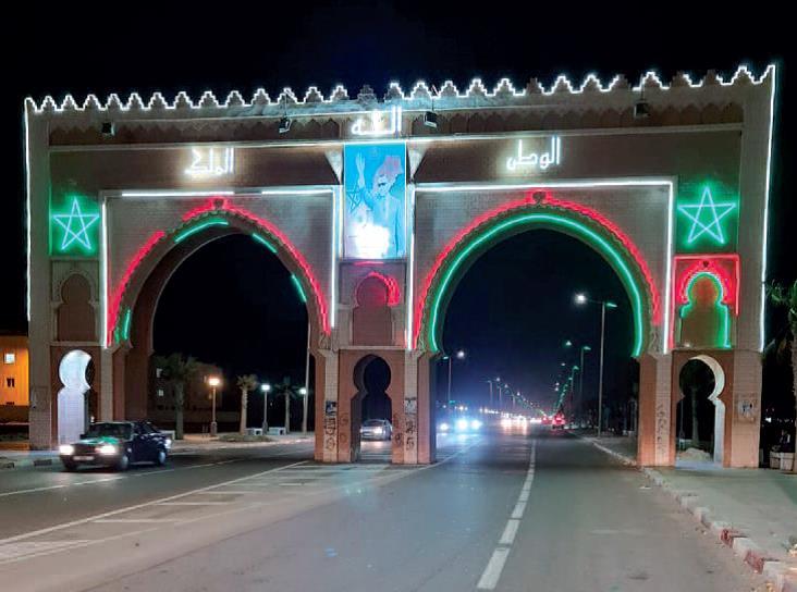 Entrée de Dakhla aux couleurs nationales