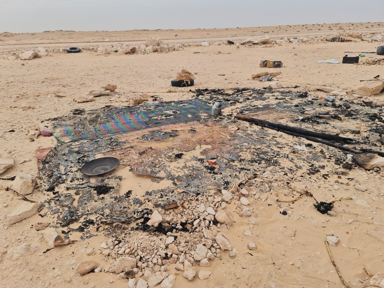 Kandahar. Ce qui reste du campement incendié par le Polisario avant de fuir