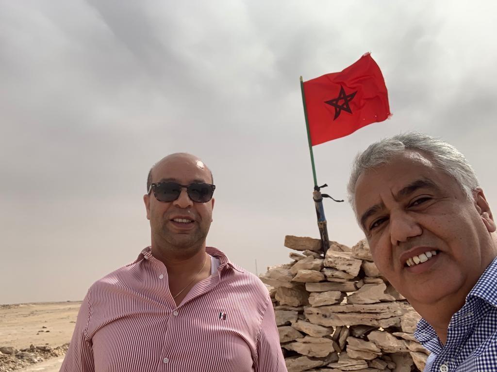 Un dernier «Selfie patriotique» de Driss Chahtane et Brahim Mansour avec le drapeau flottant à Kandahar…