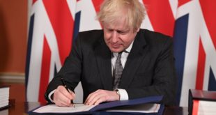 Boris Johnson Signe L'accord Post Brexit