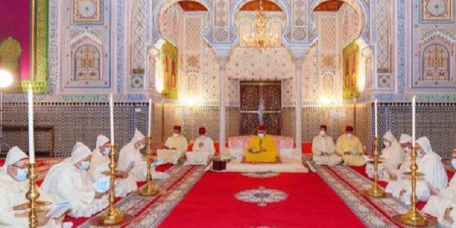 SM le Roi, Amir Al-Mouminine, célèbre une veillée religieuse en commémoration de l'Aïd Al-Mawlid Annabaoui Acharif